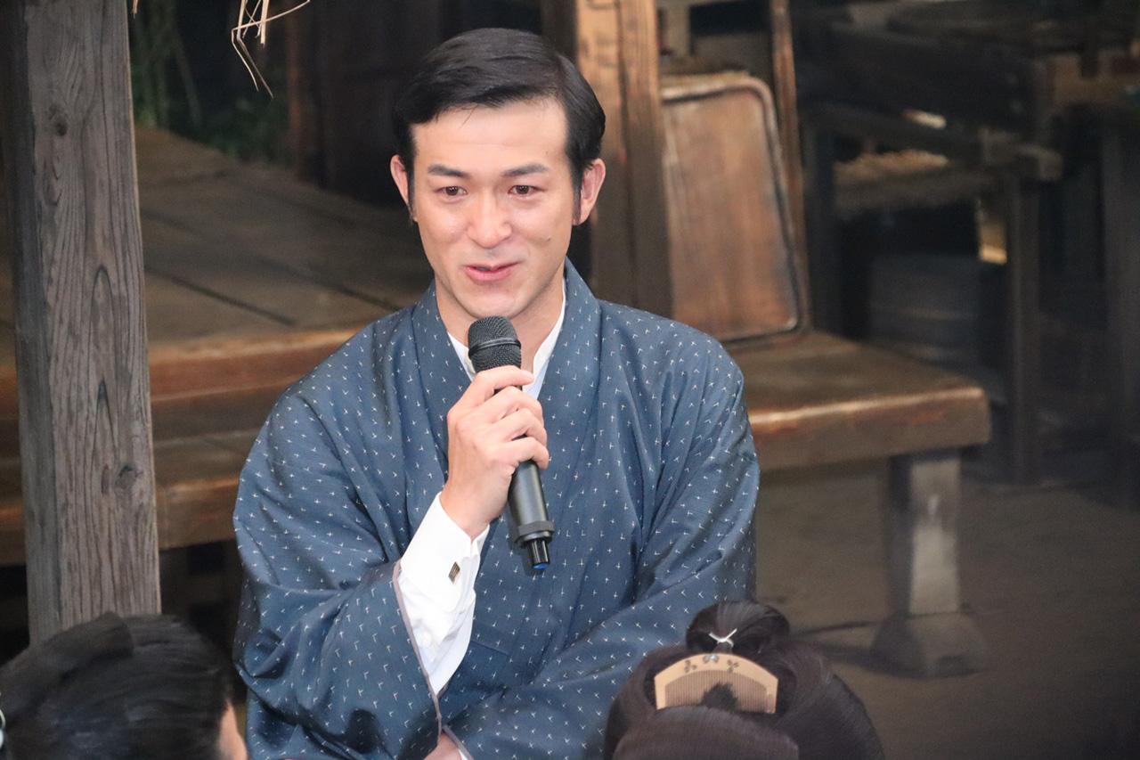 「西郷どん」鈴木亮平、盟友・小栗旬(坂本龍馬役)や柏木由紀ほか新キャストに囲まれて