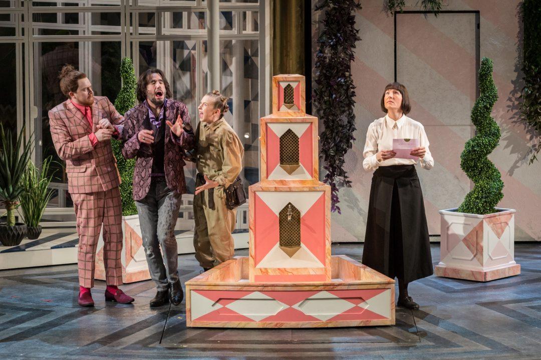 """シェイクスピア原作 新たな""""ひねり""""のある演出のナショナル・シアター・ライブ『十二夜』劇場予告映像が公開"""