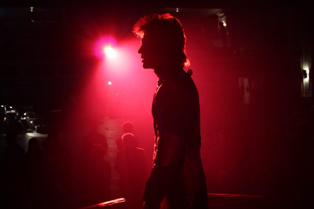 デヴィッド・ボウイのブレイク前夜の苦悩と兄との友情を描く『スターダスト』~ガブリエル・レンジ監督に聞く