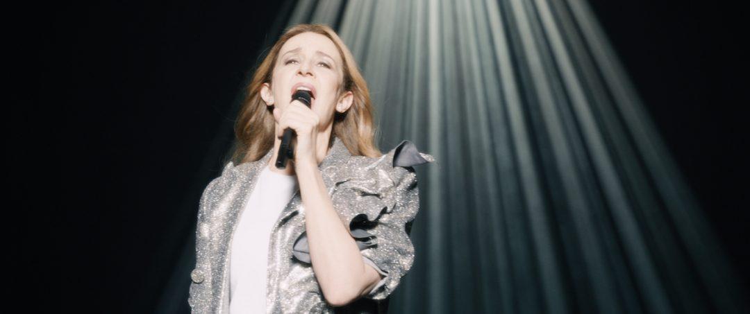 世界的歌姫セリーヌ・ディオンの人生から生まれた物語 映画『ヴォイス・オブ・ラブ』夢の世界へ誘うようなゴージャスなステージの数々が映し出される特報映像が公開