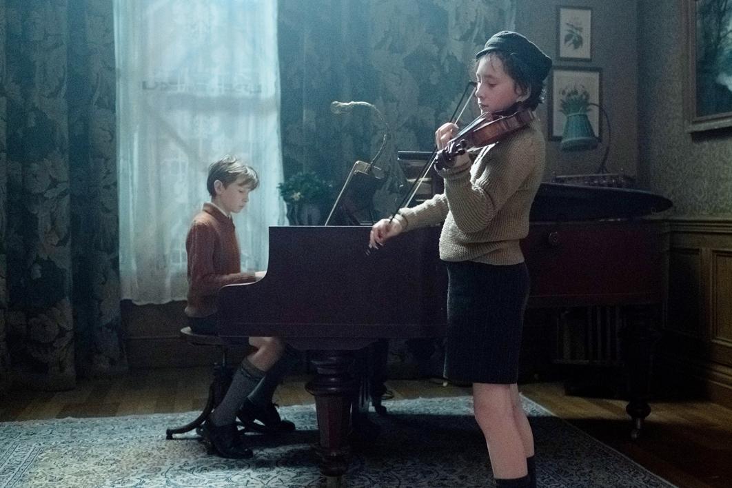 『レッド・バイオリン』の監督が紡ぐ極上の音楽ミステリー 映画『天才ヴァイオリニストと消えた旋律』ティム・ロスとクライヴ・オーウェン共演の予告映像が公開